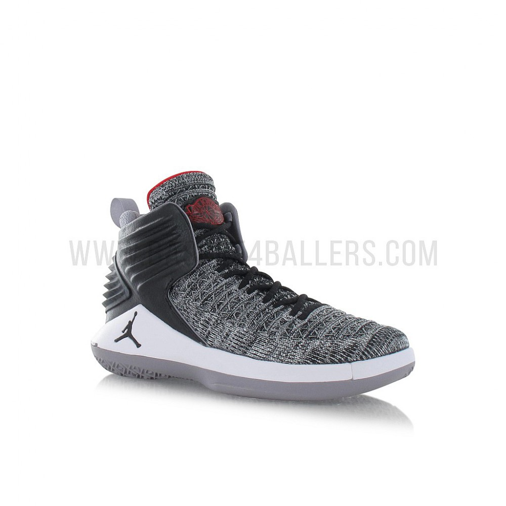 Air Jordan Xxxii Enfant (gs) Basketball Shoe black/university red-white-